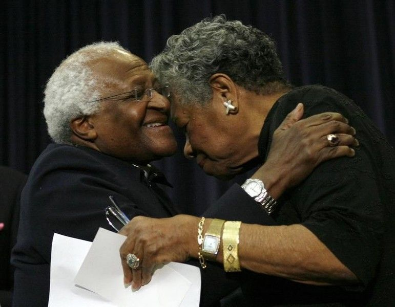 Archbishop Desmond Tutu (L) hugs poet Maya Angelou during a ceremony to honor Tutu with the J. William Fulbright Prize for the International Understanding Award in Washington, November 21, 2008. REUTERS/Jim Young (UNITED STATES) - RTXATZH