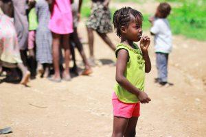 Kind_mit_Lollipop_Foerderverein_Maison_des_Anges_Haiti