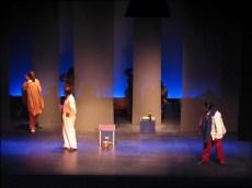 Ablodévi Eklu-Natey à gauche sur la photo dans Ndo Kela ou l'initiation avortée de Koulsy Lamko m.e.s de Rodrigue Norman à la Comédie Française, juillet 2005