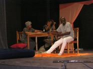 """A.E dans """"Shitz"""" de Hanokh Levin, avec Titia et Akofa au CCF de Lomé, déc 2008"""