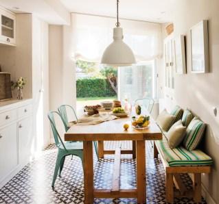 6office-con-banco-cojines-verdes-sillas-metalicas-y-lampara-de-techo-blanca-00442916-1_8880ef6b