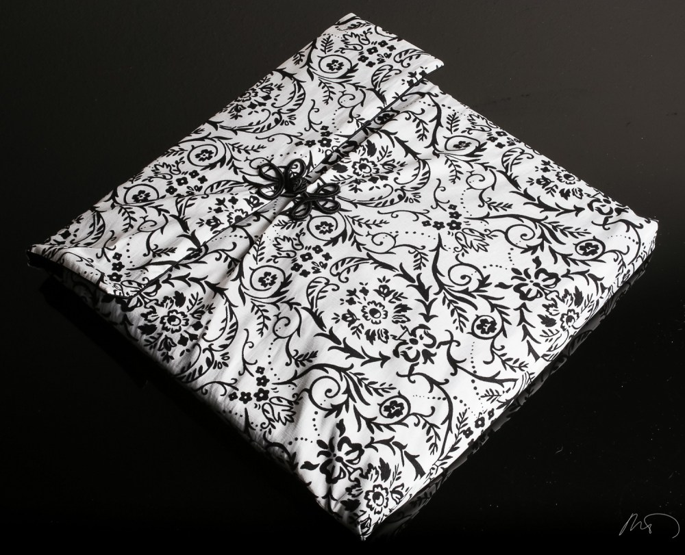 Wedding Product Photography - Custom CD Cover and Wedding Album with Keepsake Box and Boutique Bag (2/6)