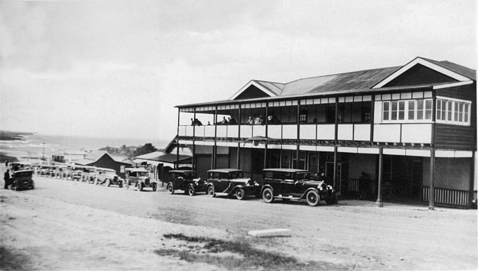 An early car rally in Narooma. One of the first South Coast Nats?