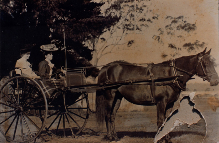 Elizabeth and Victoria Maud Mallon at the Moruya Show in 1915.