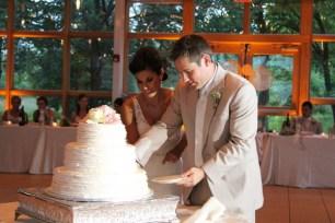 Hyatt Lodge Wedding Cake Cutting