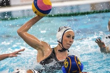 27-03-2016: Waterpolo: Verenigde Staten v Spanje: GoudaCaroline Clark of team USAWaterpolowedstrijd tussen dames team Verenigde Staten en team Spanje tijdens het Olympisch Kwalificatie toernooi (OKT) in het Groenhovenbad in GoudaWaterpolo match between ladies of team USA and team Spain during the Olympic Qualification Tournament (OQT) at Groenhovenbad in GoudaFoto: Gertjan Kooij