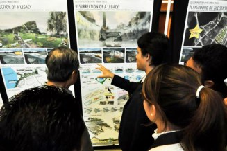 QN explaining the design to Tun Dr. Mahathir