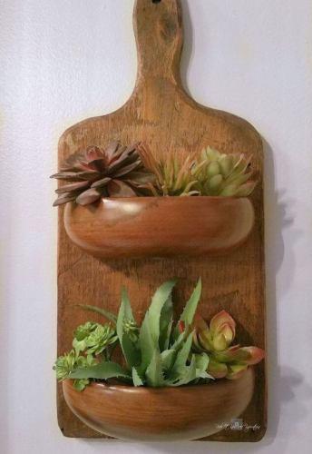 Για τα μικρά κακτάκια ή κακτοειδή ή και αρωματικά βότανα. Οτιδήποτε δεν κάνει μεγάλη ρίζα
