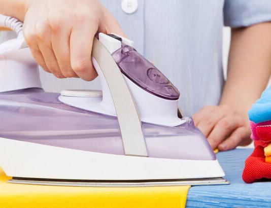 Πως καθαρίζουμε το σημάδι που άφησε το σίδερο στο ρούχο