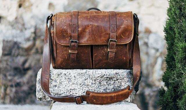Έχει το χάλι της η παλιά δερμάτινη τσάντα;