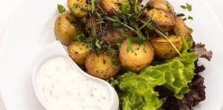 Το κόλπο για να μη ξεραθούν οι πατάτες φούρνου