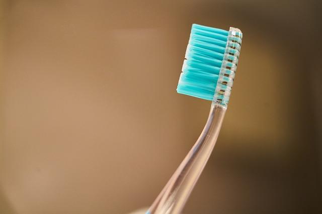 Τα απίστευτα κόλπα της οδοντόβουρτσας! Πρέπει να τα δεις!