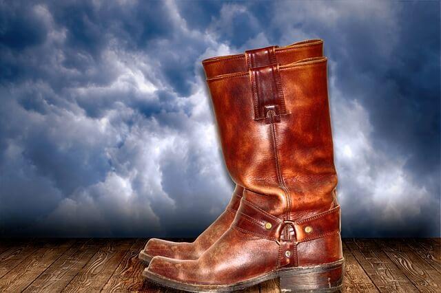 Δερμάτινες μπότες με σκληρό δέρμα – το κόλπο για να μαλακώσει