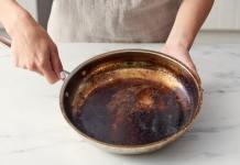 Καθαρίζω το μαυρισμένο τηγάνι