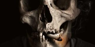 Θέλεις ν' ανάψεις τσιγάρο;