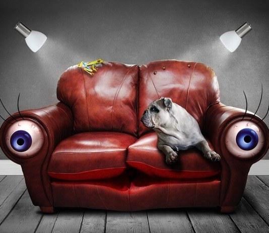 Στον καναπέ αναμμένο τσιγάρο