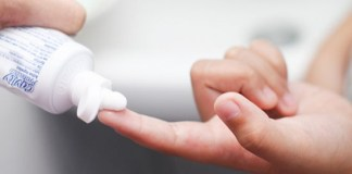 Γιατί τρίβουμε τα χέρια με οδοντόκρεμα