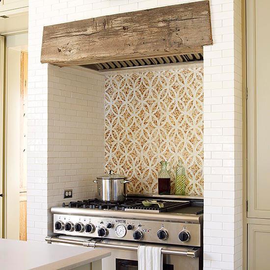 Πως καθαρίζουμε τον τοίχο πίσω από την κουζίνα