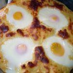 Αβγά με πουρέ πατάτας στο φούρνο