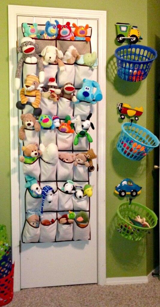 Οργανώστε τα λούτρινα και τα άλλα παιχνιδάκια στο δωμάτιο του παιδιού