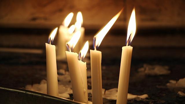 Είναι το κερί μεγάλο και το κηροπήγιο μικρό;