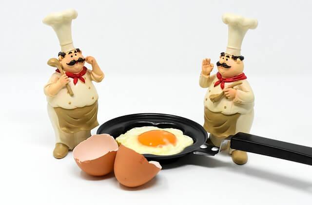 Το κόλπο για να μη κολλήσουν τα αβγά στο τηγάνι