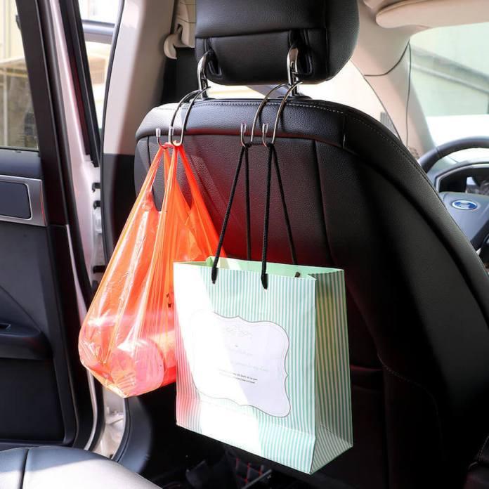 Οι τσάντες και οι ομπρέλες μέσα στο αυτοκίνητο
