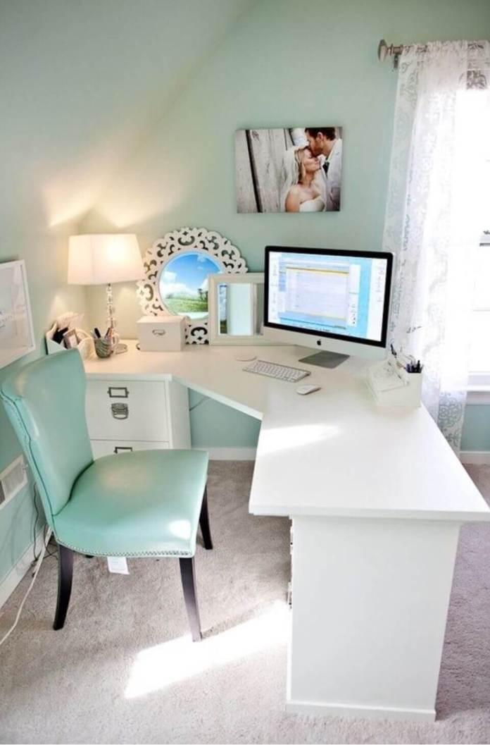 Ενα γραφείο στην κρεβατοκάμαρα