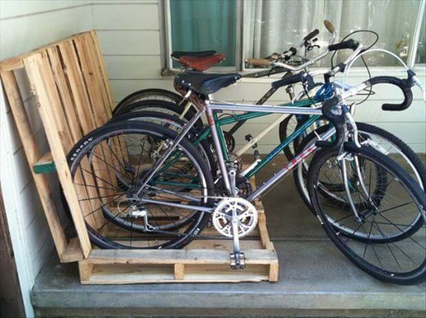 Παρκάρετε τα ποδήλατα στις παλέτες