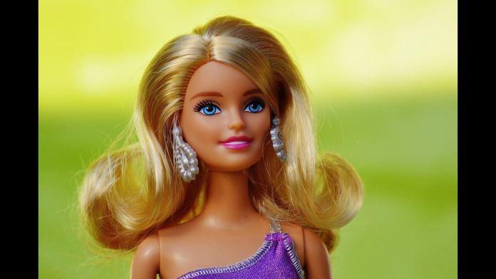 Πως θα ξεμπλέξεις τα μαλλιά της κούκλας