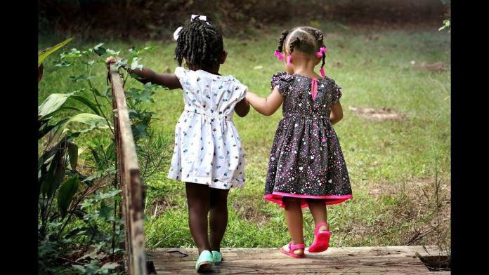 7 χρήσιμα κόλπα για γονείς που έχουν μικρά παιδιά