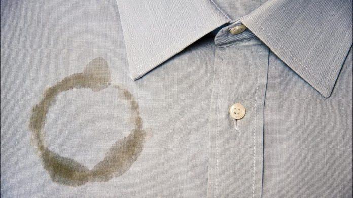 Πως θα καθαρίσεις τον λεκέ λαδιού στο ρούχο που είναι για στεγνό καθάρισμα.