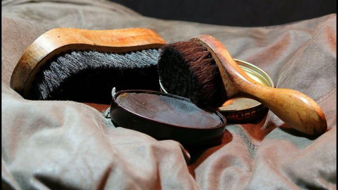 Πως θα καθαρίσεις τον λεκέ από το βερνίκι παπουτσιών