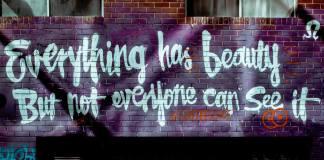 25 συνθήματα που γράφτηκαν σε τοίχους και άφησαν εποχή