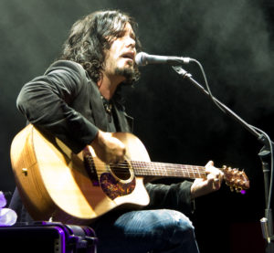 Jeff Martin achieved a great big sound with just guitar and voice