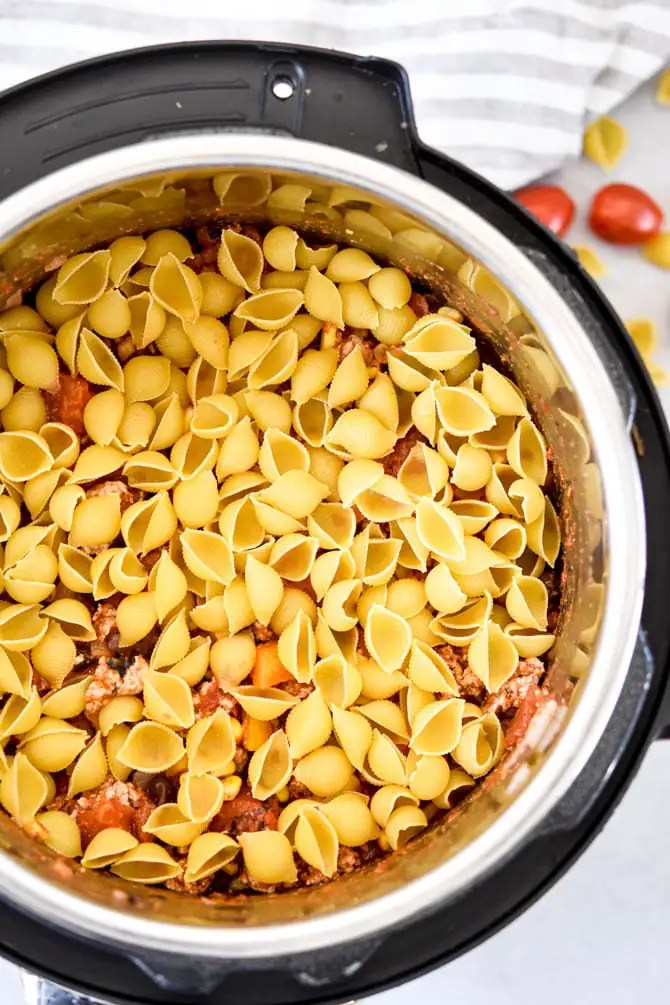 Easy Instant Pot Taco Pasta shells