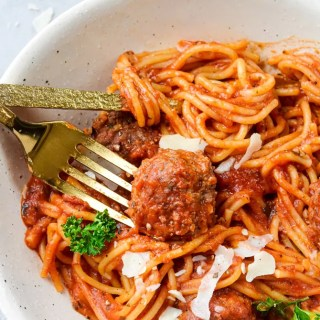 spaghetti-and-meatballs-in-a-bowl