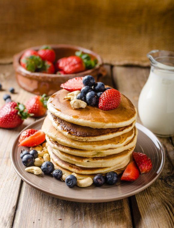 Make ahead breakfast freezer meals are one way to ensure everyone starts the day off right with a nutritious and filling meal. This list includes casseroles, burritos, pancakes, waffles, smoothies, meat pastries and more!
