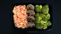 Tomato and Chickpea Rice with Beef Patties and Steamed Broccoli