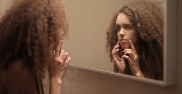 هل تعاني من البشرة الدهنية؟ إليك أفضل العلاجات المنزلية للبشرة الدهنية