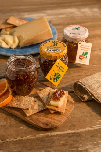Creamy brie, juicy pears, and sweet fig spread are sandwiched between whole grain goodness and grilled until the Brie turns into melty goodness, the pears soften and the fig spread oozes all over the pears. Pure deliciousness in every single bite.