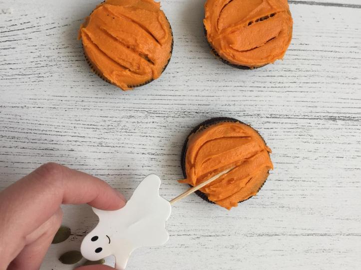 Ten Minute, No-Bake, No-Faff Pumpkin Oreo Cookies