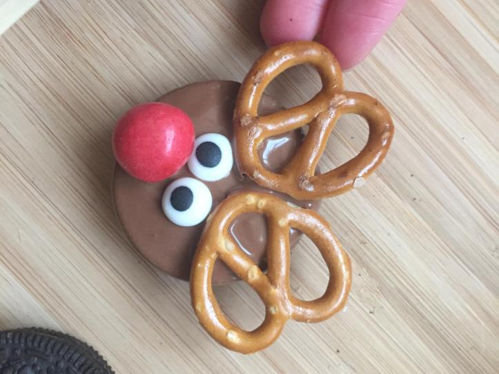 chocolate no bake christmas oreo reindeer cookies fun food ideas for kids m and ms