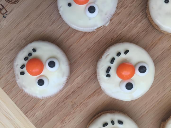 how to make snowmen no bake oreo cookies for christmas parties tutorial