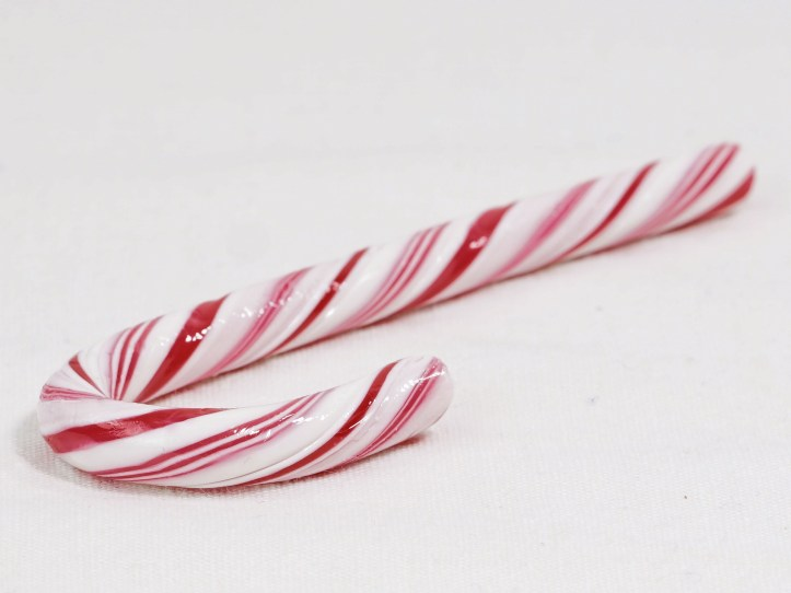 lazy parents mum mom ideas for elf on the shelf candy cane