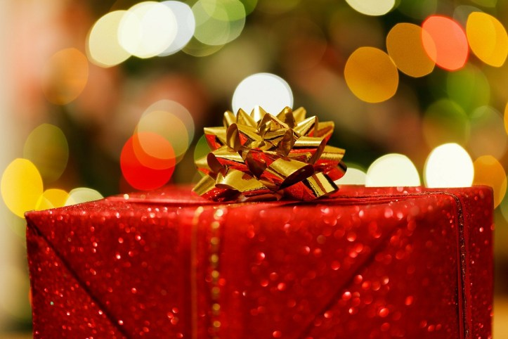 how to survive christmas present wrapping