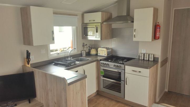 john fowler trelawne manor in Looe Cornwall review of caravan mobile home kitchen area