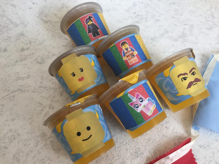 lego party decorations and food ideas for kids. Minifigure jelly heads are lots of fun.