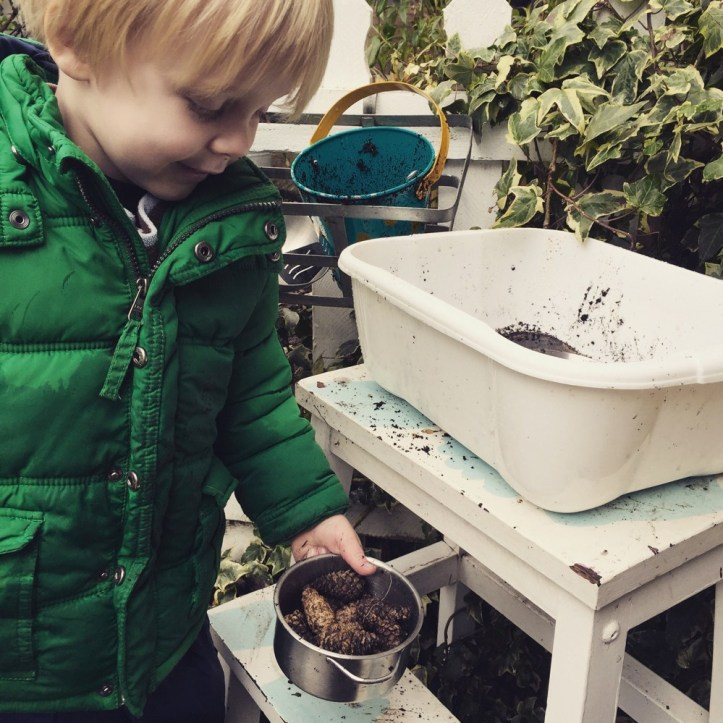 mud pie station using old stool - perfect if on a budget and want cheap free ideas for mud kitchens