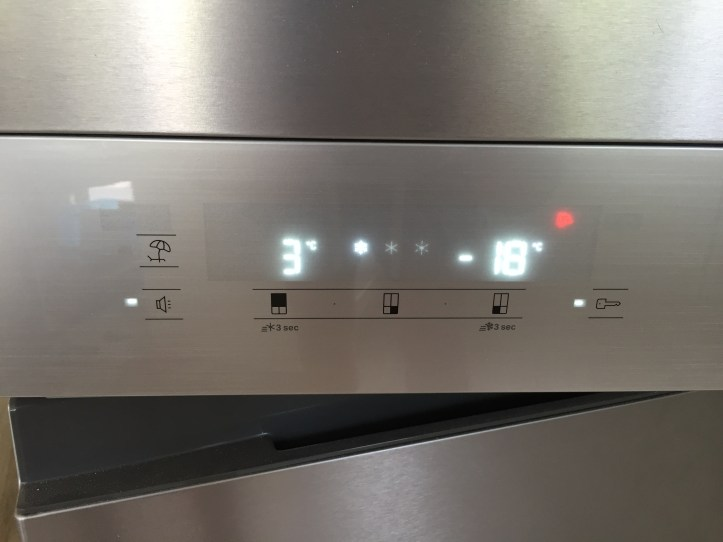 Hotpoint Active Quattro HQ9B1L American Fridge Freezer review - door control panel